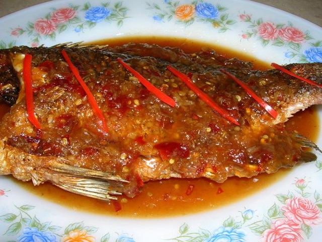 ปลาราดพริกสามรส