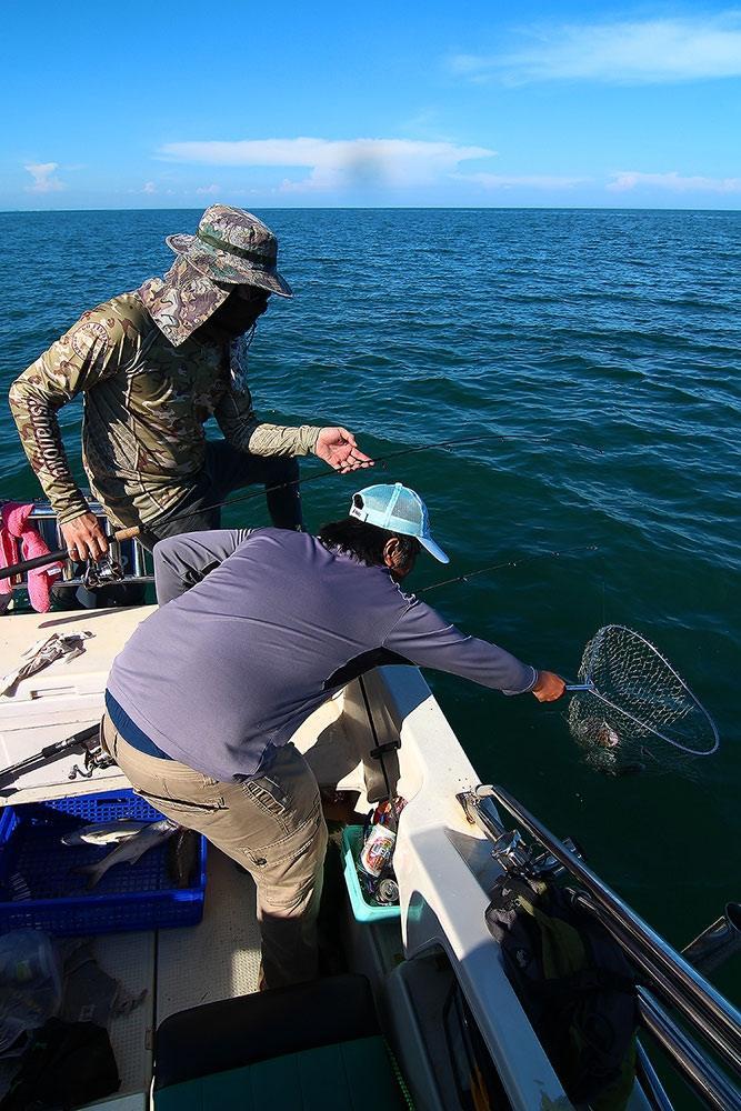 **..หนุกหนานกับ..300ยอด...fishing boat..**