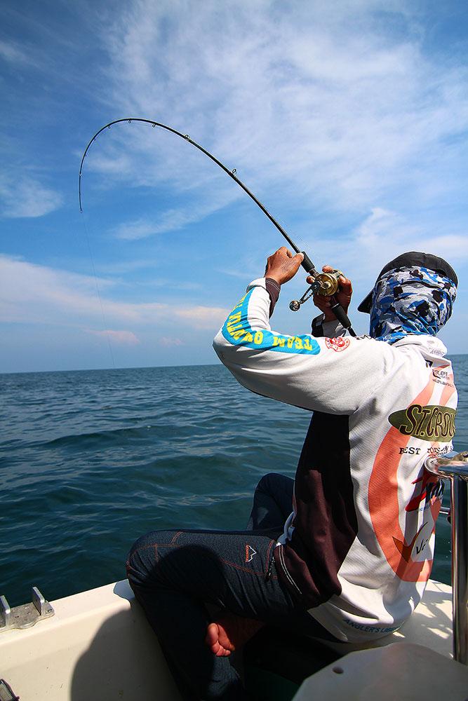 **..หนุกหนานกับ..300ยอด...fishing boat..**@2