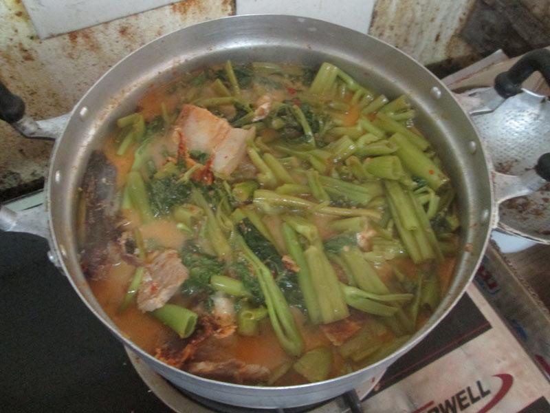 แกงคั่วผักบุ้งปลาสละเค็ม