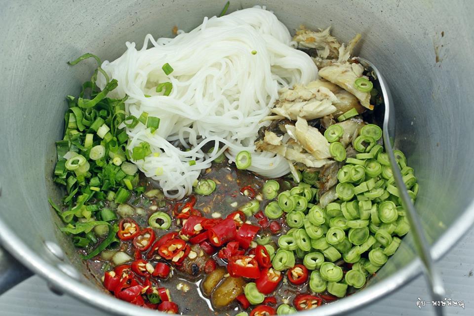 ยำขนมจีนใส่ปลาทู