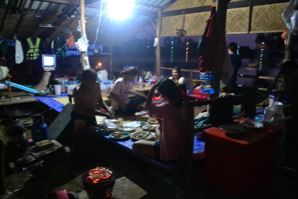 กินนอนเที่ยวล่องเรือตกปลาในแม่น้ำยันทะเล(จันทบุรี) by living off the grid