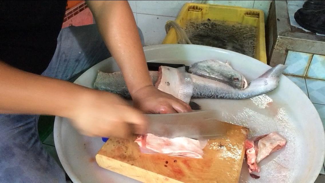 เชิงปลากรายทอดกระเทียมพริกไทยดำ