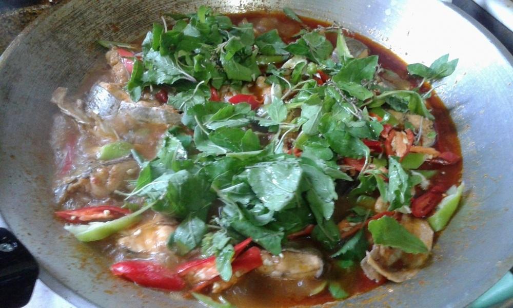 แกงเผ็ดปลาค้าว(ในนา)