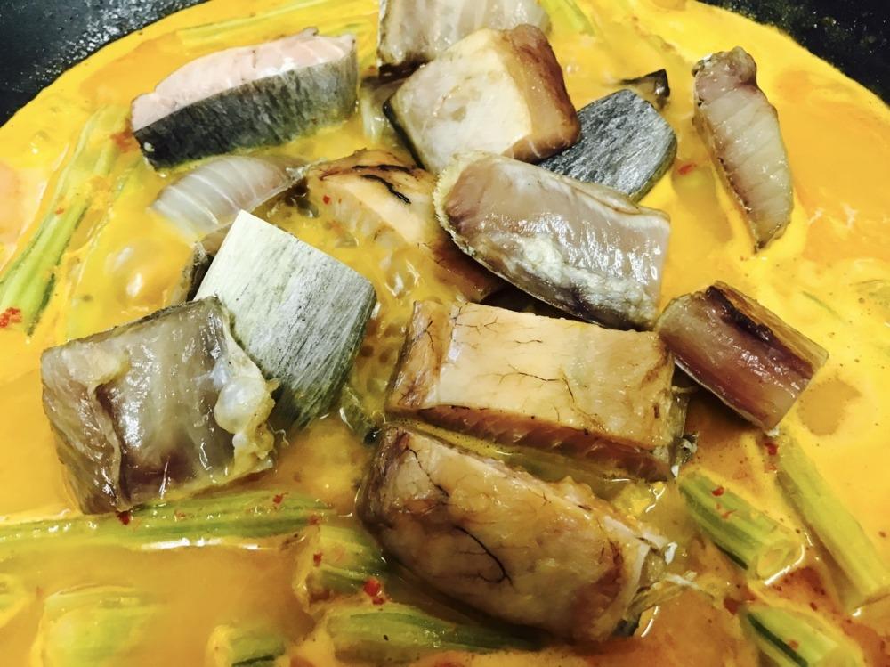 แกงคั่วส้มมะรุมใส่พุงปลากระโทงเค็ม