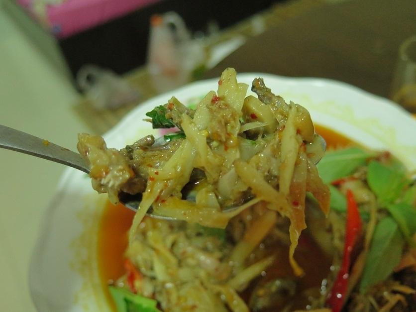ผัดหน่อไม้ดองพริกแกงใส่พุงปลาช่อน