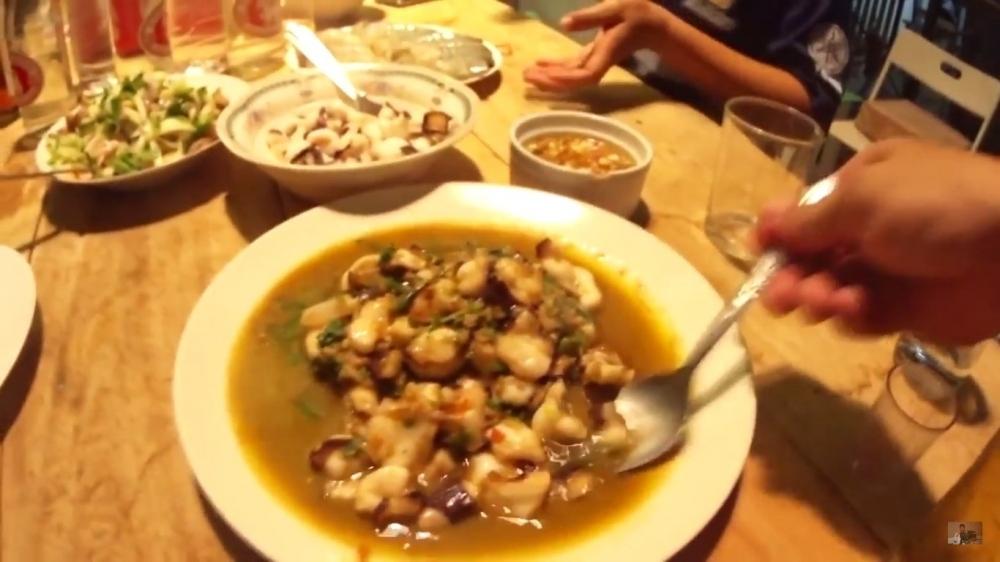 หมึกยักษ์...ผัดกระเพา (Fried Octopus) Style Huahinonair