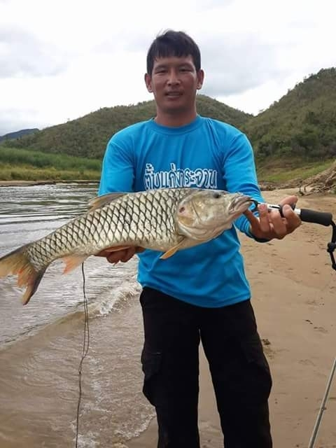 ไต๋  ตั้ม  บริการตกปลา เขื่อนแก่งกระจาน พร้อมที่พัก 0871673756