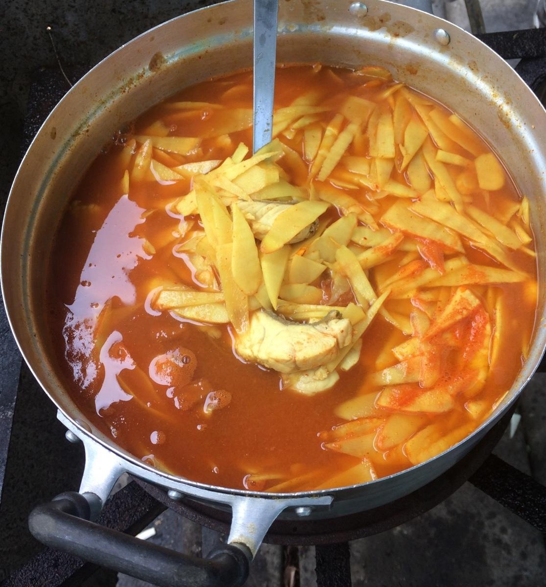 แกงส้มปลาสร้อยกับหน่อไม้ดอง