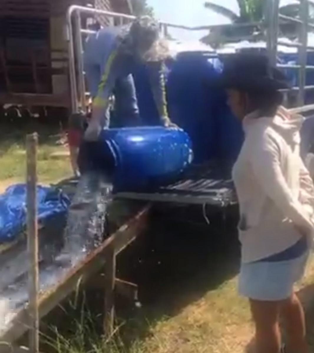 ลงปลาใหม่ 400 โล บ่อตกปลากระพงและสนามกีฬาชนไก่ลาดหลุมแก้ว