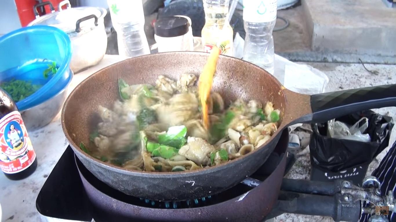 การทำอาหารผัดขี้เมาไก่หน่อไม้ดอง ทำง่ายๆอร่อยราคาถูก Cooking Style Huahinonair