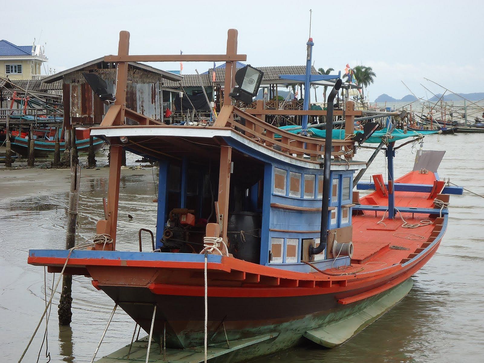 หาเรือตกปลาบางเสร่ พัทยาครับ ไปเช้า เย็นกลับ ลงเรือ 5-6 คน ครับ