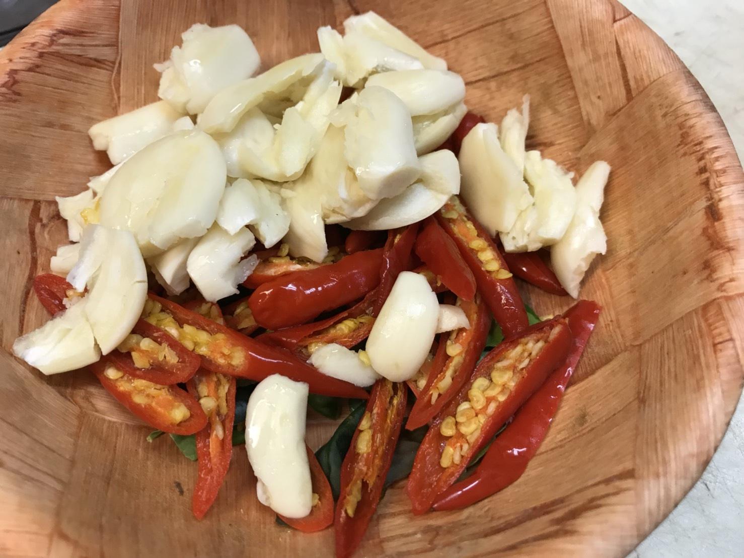 เนื้อปูและหอยเชลล์ผัดพริกขี้หนู(ไม่มีสวน)