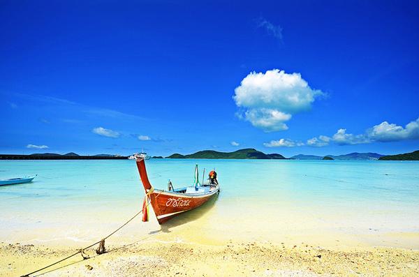 พอดีจะไปเที่ยว ภูเก็ต บริเวณ หาดกะตะ น้า ๆ ท่านใดมีเบอร์เรือปะมงรับจ้างพา ตกปลา