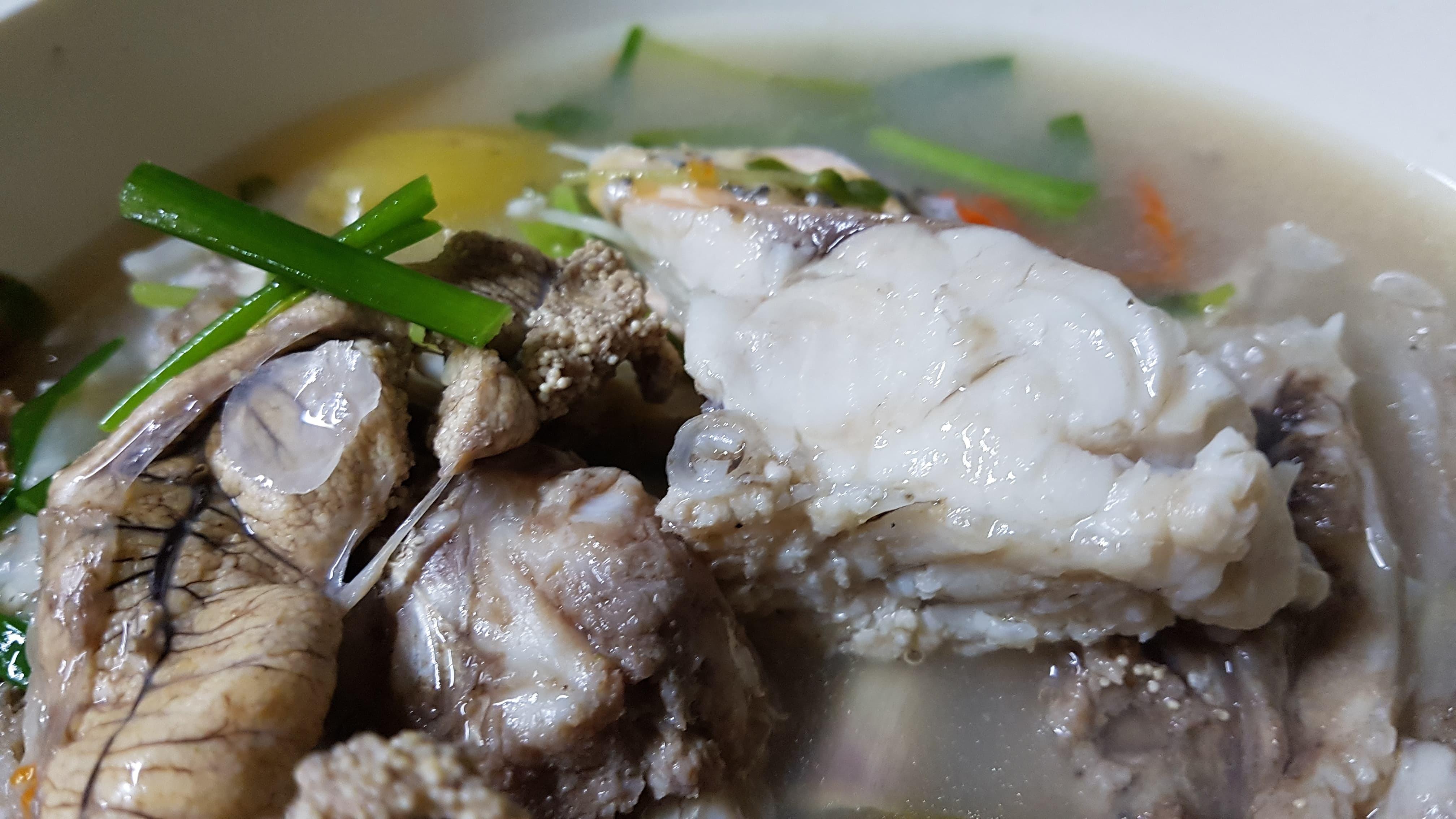 ต้มส้มปลากระสูบ ใส่ตะลิงปิง ผักแขยง + ลาบปลากระสูบ