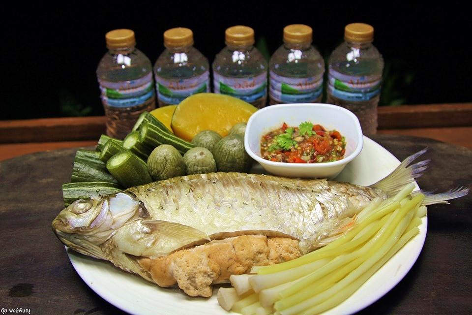 นึ่งปลาผักจิ้มแจ่ว
