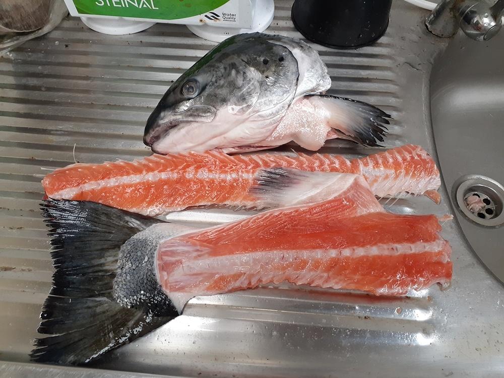 ต้มยำหัวปลาแซม่อน