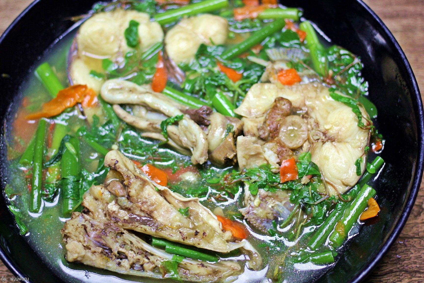 แกงปลาค่อใหญ่ใส่ผักขี้ขม