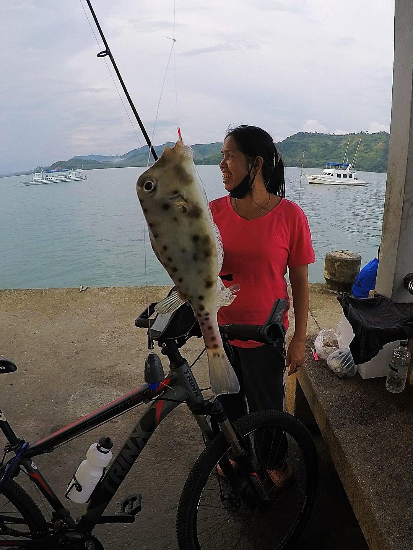 พาเด็กน้อยไปตกปลาวันหยุดยาว